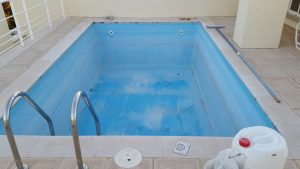 Refinishing a pool in an atico, Marbella