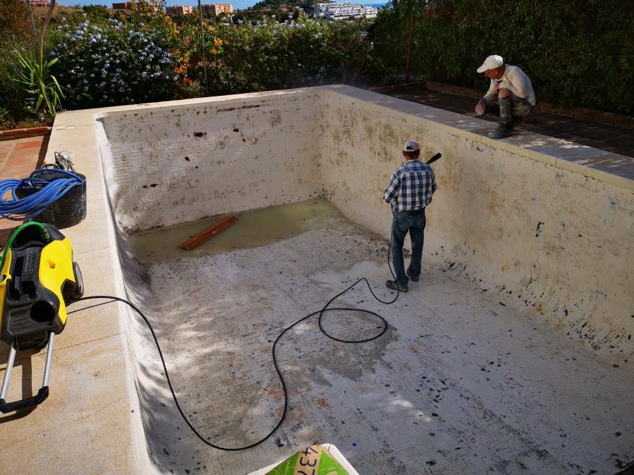 Pool tiling, Mijas