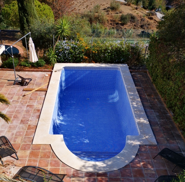Glass pool tiles, Mijas